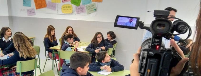 Visita de la TV Japonesa al Colegio Mayol