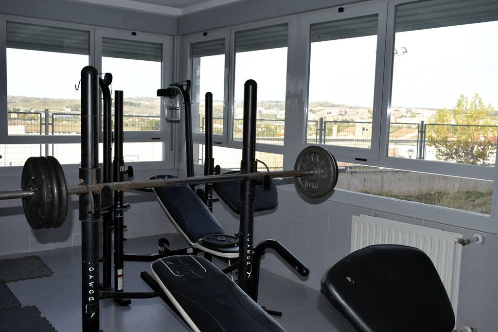 Gimnasio habilitado para tu práctica deportiva en la residencia